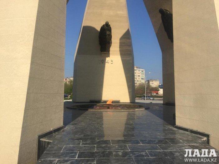 В Актау полностью завершить ремонт «Вечного огня» планируют до конца мая