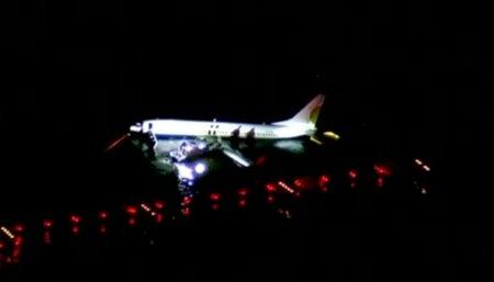 Появилось видео с упавшим в реку Boeing 737