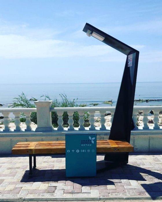 В Актау установили «Смарт-скамейку»