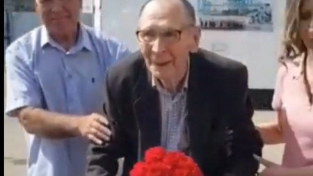 93-летнего ветерана ВОВ Ивана Суркова освободили из колонии строгого режима в Костанае