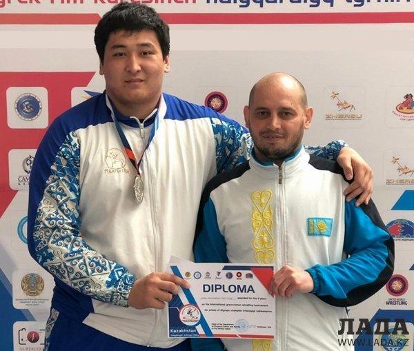 Алибек Сарсенгалиев из Актау стал серебряным призером турнира по борьбе