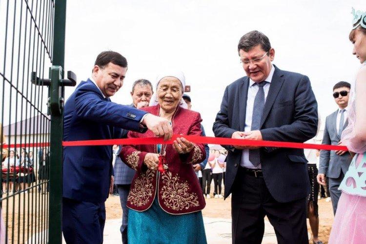 Два футбольных поля переданы в дар Мангистауской области