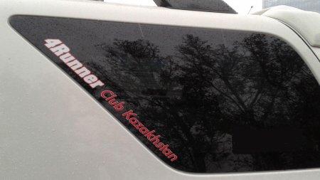 За наклейку автоклуба на машине могут оштрафовать