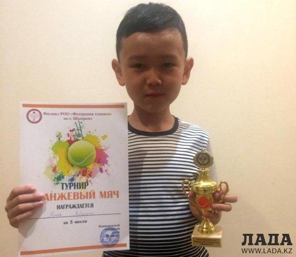 Теннисист из Актау завоевал «бронзу» на республиканском турнире