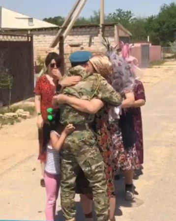 Простое но душевное видео. Солдат вернулся домой