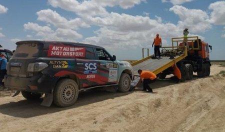 По-джентльменски: Помощь женскому экипажу обернулась для актауских гонщиков последним местом в первый день «Ралли Казахстан-2019»