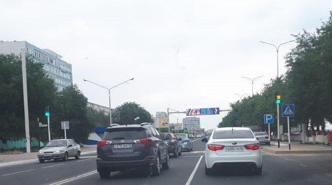 Предприниматель Актау подарил городу пешеходный светофор