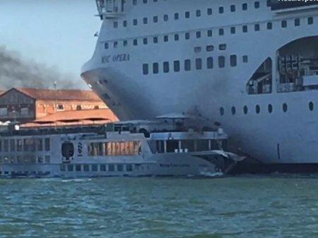 В Венеции круизный лайнер столкнулся с туристическим катером, есть пострадавшие