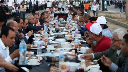 Самый длинный стол на Рамазан внесли в Книгу рекордов Гиннесса