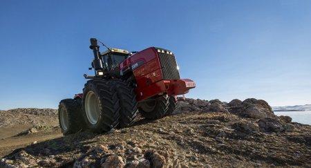 Трактор наехал на толпу журналистов в России