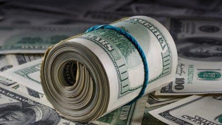 Курс доллара продолжил рост на торгах