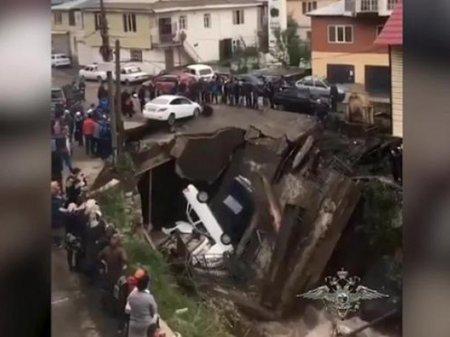 Мост рухнул вместе с машинами в Дагестане