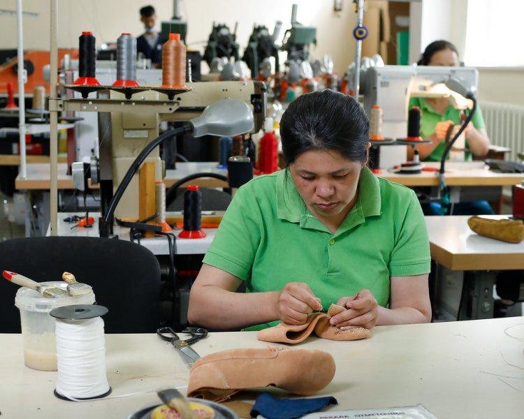 Казахстанские фабрики призывают выпускников поступать на конструкторов и технологов