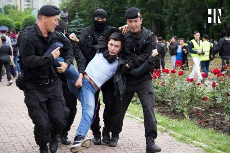 В Алматы на старой площади задержали более 100 человек, в их числе журналисты