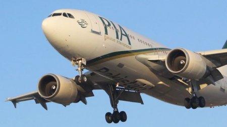 Пассажирка открыла аварийную дверь самолета, перепутав ее с туалетом