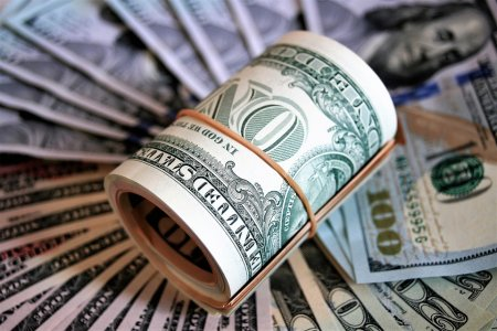 """Казахстанская фондовая биржа: """"Покупать доллары сейчас просто глупо"""""""