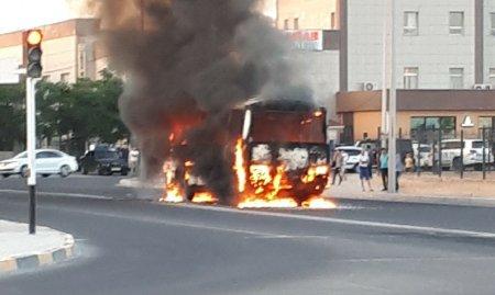 В Актау полностью сгорел пассажирский автобус