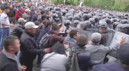 Суд наказал 957 человек за участие в митингах