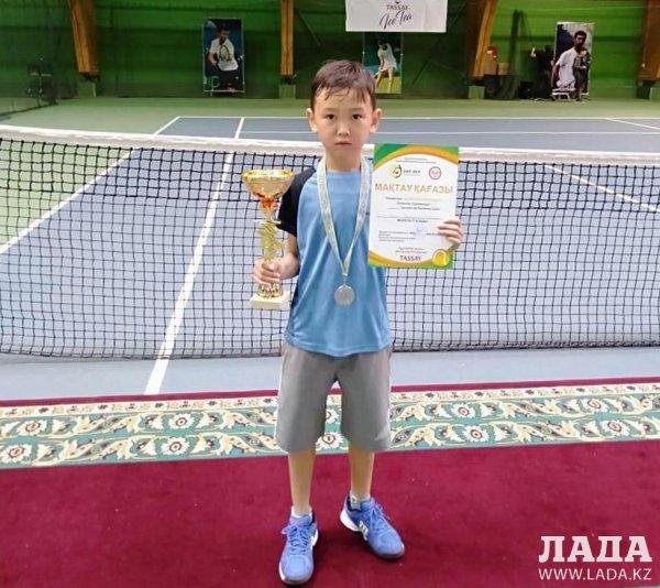 Юный теннисист из Актау удостоился «серебра» на турнире в Нур-Султане