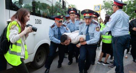 Министр Абаев прокомментировал митинги в Казахстане