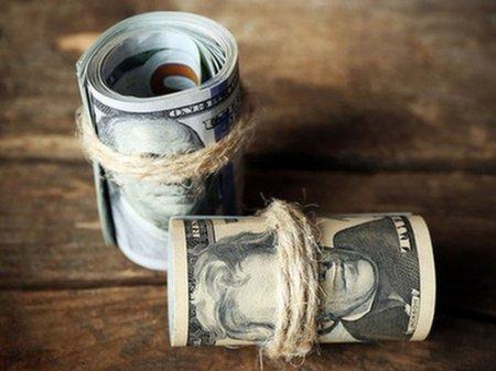 Курс доллара составил 384 тенге на KASE