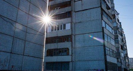 Падение девушки с балкона многоэтажки вскрыло шокирующую историю в Темиртау