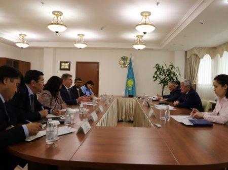 Условия труда на Тенгизе обсудил Сапарбаев с главой Chevron