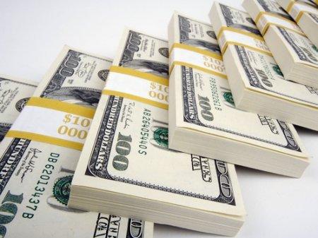 Курс доллара вырос до 384,02 тенге на KASE
