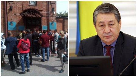 """""""У вас в России своих проблем нет?"""": консул Казахстана в Омске нагрубил журналистам"""