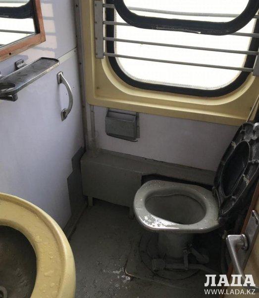 Пассажирка пожаловалась на состояние вагона поезда сообщением Нур-Султан - Мангистау