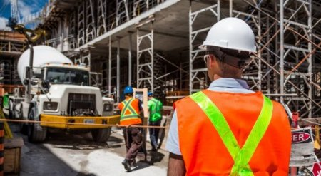 Предприятия с иностранными работниками проверят в Казахстане