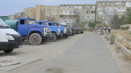 В Актау водители водовозов отказались выезжать на полив
