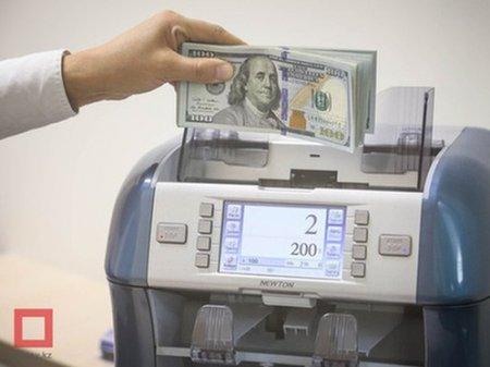 Курс доллара составил 385 тенге на KASE