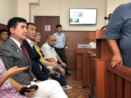 В Актау суд отменил приговор арестованному на сутки детскому хирургу
