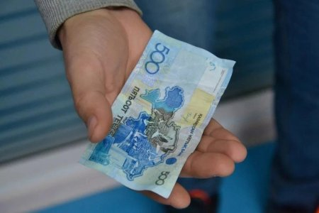 Подросток получил кредит без проверок в Караганде