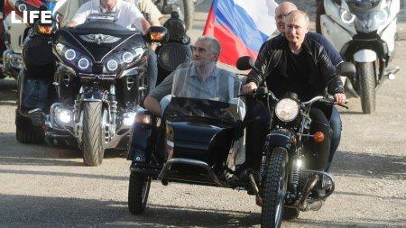 Липецкий депутат попросил генпрокурора наказать Путина за вождение мотоцикла без шлема