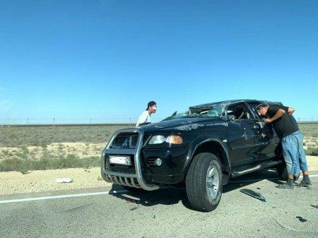 Два человека получили травмы в результате опрокидывания автомашины на трассе Актау-Курык