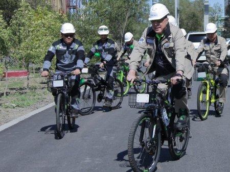 Глава АНПЗ закупил партию велосипедов и пересадил на них всех заводчан
