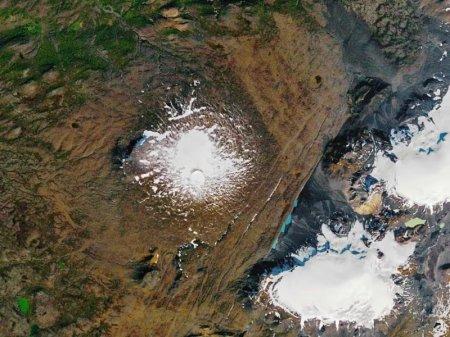 В Исландии устроили церемонию прощания с ледником Огйокудль. Он растаял из-за глобального потепления
