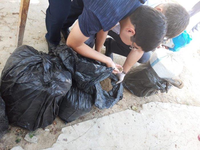 Полицейские Мангистау обнаружили во дворе жилого дома тайник с крупной партией марихуаны