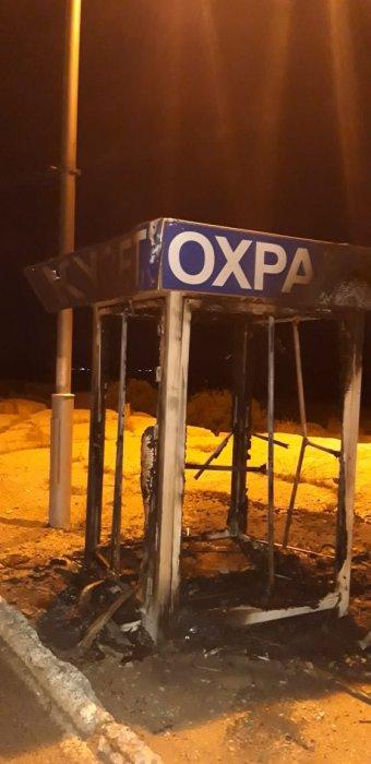 В Актау полностью сгорела охранная будка