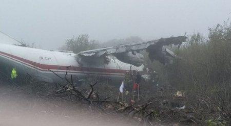 Самолет совершил аварийную посадку в Украине: есть погибшие