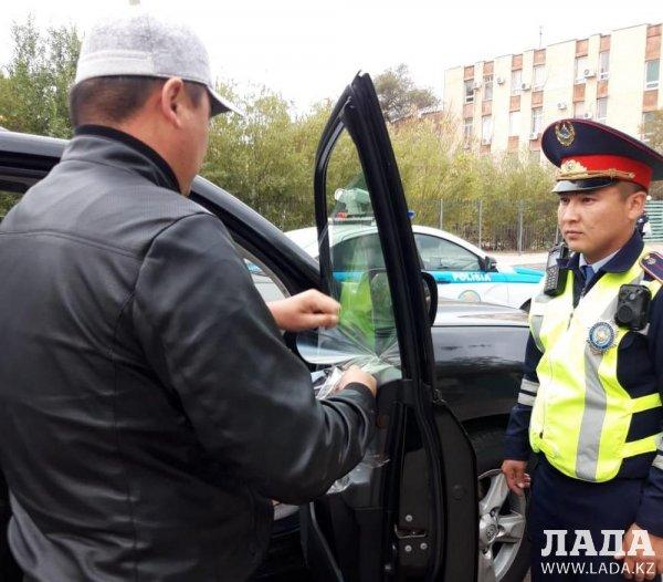 Актауские полицейские взялись за тонировку