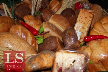 Казахстанцы будут платить за мясо и хлеб еще больше