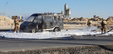В Актау полностью сгорел автомобиль