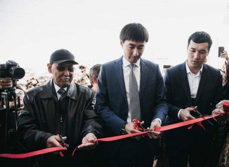 Адильбек Ниязымбетов вручил автомобиль Lexus LX570 меценату из Жанаозена