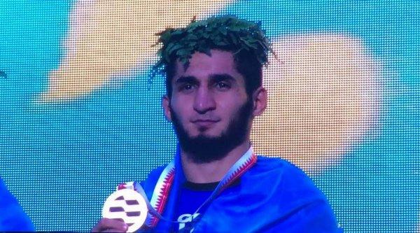 Актауский миксфайтер стал чемпионом мира