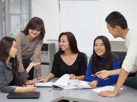 Массовый отток молодежи идет из Казахстана