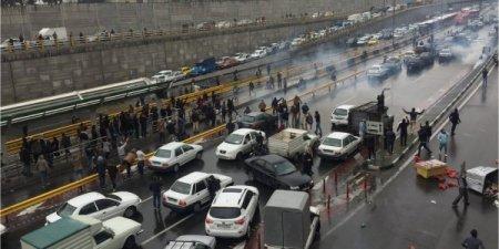 До 200 погибших. Иран охватили бензиновые протесты, власти отключили интернет по всей стране