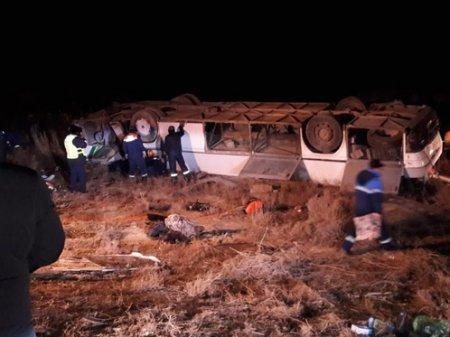 До 6 выросло число погибших в результате опрокидывания автобуса близ Кызылорды